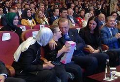 Down sendromlu minik kız Cumhurbaşkanı Erdoğana sarıldı