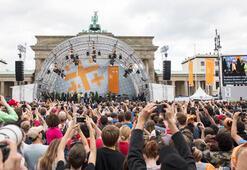 Obama, Berlinde rockstar gibi karşılandı