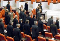 Mecliste Erbakan için saygı duruşu