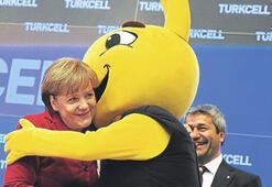 Selocan Merkel'le tanıştı Cebit 'tablet'le doldu taştı