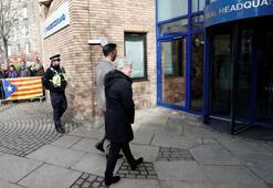 Katalan siyasetçi İskoç polisine teslim oldu
