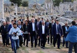Kültür ve Turizm Bakanı Kurtulmuş: Perge antik kentini dünyaya açmalıyız