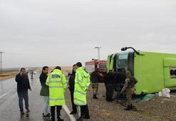 Diyarbakırda belediye otobüsü devrildi: 11 yaralı
