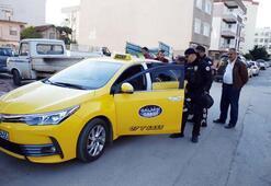 Oğullarının gasp ettiği taksiciyi şikayetçi olması için ikna ettiler