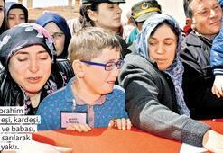 Türkiye şehitlerini dualarla uğurladı