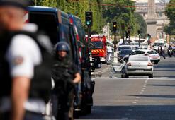 Parisin ünlü bulvarında alarm
