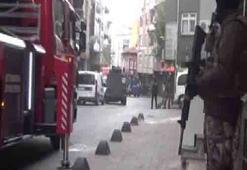 İstanbulda terör operasyonu Duvarlar balyozlarla kırıldı, korkuluklar kesildi...