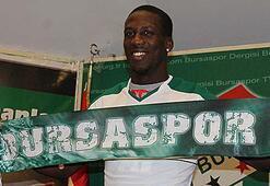Bursaspor, Luis Advinculaya imzayı attırdı