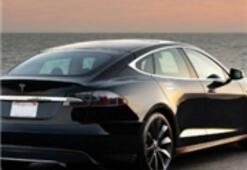 Tesla Otomatik Şarj Kablosu İle Şaşırttı