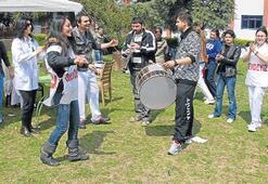 İzmir'de klarnetli ve zincirli eylem günü