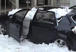 Çatıdan düşen kar otomobili hurdaya çevirdi