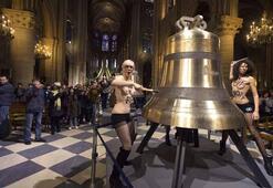 FEMEN Papayı uğurladı