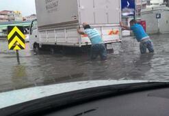 Son dakika: İstanbulda son yılların en kuvvetli yağmuru Feci görüntüler...