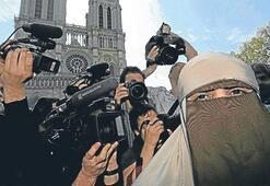 Peçeli kadınlardan sivil itaatsizlik