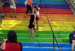 Cihangirdeki merdivenleri kim boyadı