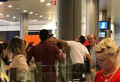 Havalimanında şok yumruk Yavaşça geldi ardından yumruğu attı