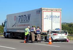 TEMde otomobil TIRa çarptı: 1 ölü, 2 yaralı
