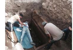 Edremitte 2500 yıllık mezar açıldı