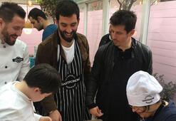 Arda Turan ve Emre Belözoğlu, Eyüp Sultanda down sendromlu çocuklarla pasta yaptı