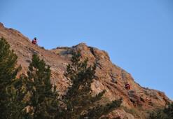 Bayrağı yarıya indirmek için çıktıkları dağda mahsur kaldılar