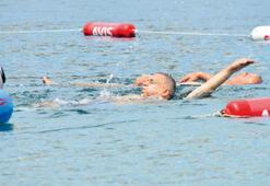 Usta yüzücü gibi