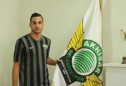 Akhisar Mervan Çelik ile sözleşme imzaladı