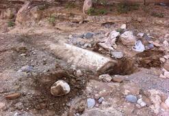 Sel suları 2 bin yıllık lahidi ortaya çıkardı