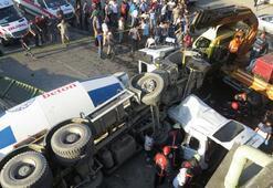 Kadıköyde feci kaza Beton mikseri aracın üzerine uçtu