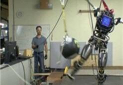 Google'ın Robotu Atlas Gezmeye Çıktı