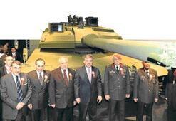 Milli tank ALTAY ilk kez görücüye çıktı