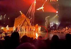 Dans gösterisinde büyük şok Metrelerce yukarıdan...