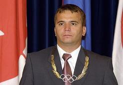 Arıların saldırısına uğrayan Naim Süleymanoğlu, hastanelik oldu