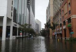 Son dakika: Irma kasırgasının kategorisi 3e düşürüldü