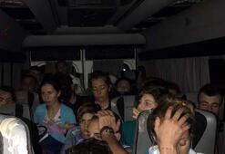 İnsan kaçakçısı minibüsüyle polise çarptı, içinden 29 göçmen çıktı