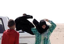 Son dakika... IŞİDden kurtulup giysilerini yere fırlattı