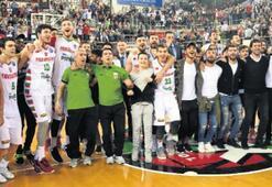 PINAR KSK, PAOK' u İzmir Marşı'yla uğurladı