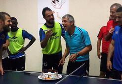 Erhan Altına sürpriz doğum günü