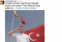 Podolskinin Türk bayrağıyla pozu Almanyayı karıştırdı