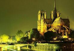 Fransa'nın ünlü tarihçisi, Notre Dame Katedrali'nde intihar etti