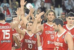 12 Dev Adam İzmir'e geliyor