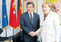 Davutoğlu ile Merkel mülteci sorununu konuştu