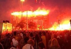 Taraftarlardan Taksim çıkarması