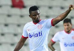 Antalyasporun golcüsü Etoo G.Saray maçı kadrosunda