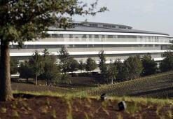 Apple Parkın cam duvarlarına çarpanların acil servisle yaptıkları konuşmalar ortaya çıktı