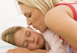 11 yaşındayım ve annemle uyuyorum