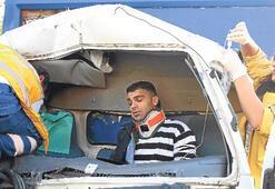 Minibüse kamyonet çarptı: 6 kişi yaralı