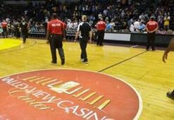 NBAde hazırlık maçı kaygan zemin nedeniyle yarıda kaldı