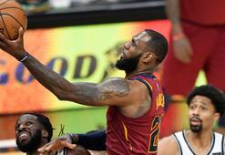 LeBron Jamesin triple-doubleı galibiyet getirdi