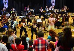 Sıra dışı bir orkestra şefinden sıra dışı bir gösteri