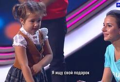 Dünya 4 yaşındaki bu kızı konuşuyor